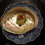 日本料理 まめぞう - ●アワビ寿司 紅芯大根と肝●いろんな味がして美味しい。