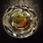 日本料理 まめぞう - ●ふぐのタタキ●不思議で綺麗な器。人生ふぐ史上一番美味しい!