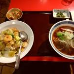 81207617 - 【2018.2.19(月)】どんぶりセット(醤油ラーメン+中華丼)950円