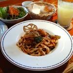 セカンドハウス - レギュラーランチ(サラダ・メイン・パン・ドリンクのセット)