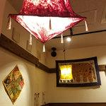 インド食堂 チチル&シシリ - アジアンテイストな内装