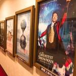 純喫茶PEARL - 通路には公開予定の映画ポスターがずらり!