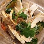 81217789 - 「タイ風蒸し鶏サラダ」(486円税込)