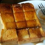 81217982 - トーストにハチミツ