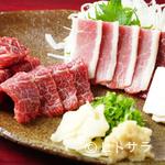 けとばし屋チャンピオン - これぞ馬肉の神髄。美しい肉の美味しさをまっすぐに楽しめる『極上馬刺盛り(2人前)』