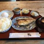 華山 - 料理写真:和食の朝定食700円。麦みそのお味噌汁と焼魚。地元のお魚かとても美味しいです。