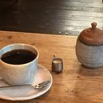 華山 - コーヒー付き。お店の方が陶芸をされているようです。