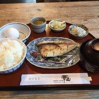 華山-和食の朝定食700円。麦みそのお味噌汁と焼魚。地元のお魚かとても美味しいです。