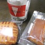 81222820 - 購入した焼き菓子たち