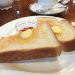 カフェ ティシャーニ - バタートースト 150円