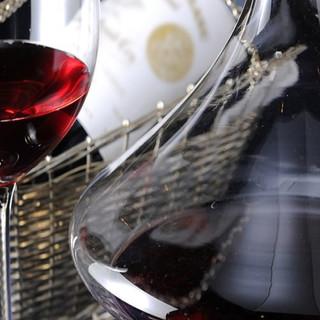 ワインは30種類以上常備!ボトルワイン1,500円~♪