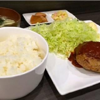 当店オリジナルのデミグラスハンバーグ定食!