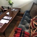ティールーム ココ - 今回も、このソファでいただきました(2018.2.20)