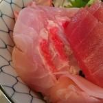 角常食堂 - 金目鯛は背と腹を4切れずつ、計8切れと太っ腹