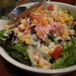 ハングリータイガー - ブリリアントサラダ 980円 葉野菜の鮮度が良くて美味しいです。2〜3人前なのでシェアしました。