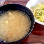 あけぼの - 味噌汁とコールスロー