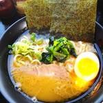 中川家 - 料理写真:ラーメン。¥690