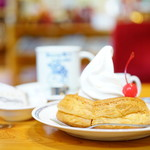 コメダ珈琲店 - 料理写真:ミニシロノワール (¥440)、ブレンドコーヒー (¥440)