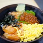 とれとれ横丁 - サーモン・いくら丼 (¥800)