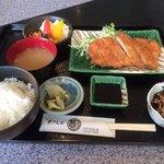 甚 - 料理写真:定食    600円(^-^)