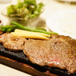 溶岩焼肉ダイニング bonbori - サーロインステーキの溶岩焼 (¥1,250)