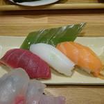 魚河岸千両 - 満足セット おまかせお寿司の3貫