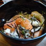 二ツ盛 - かき混ぜてしまってますが海鮮丼。 新鮮で身が大きく、ばりうま。