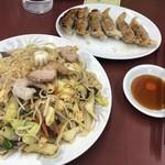 まんぷく亭 - 五目焼きそば:中と普通の餃子