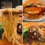 81252204 - 麺は細めのストレート                       スープはラー油もしっかり                       中心の具材に載るのが山椒、向こうの茶色がすり下ろした胡麻
