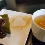 81253646 - 抹茶のガトーショコラ・白桃ルイボスアイスティー