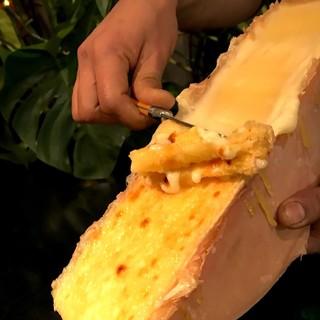 人気急上昇中のラクレットチーズが味わえる!
