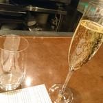 81257092 - 乾杯のスパークリングワイン