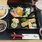 八戸ニューシティーホテル - 重箱の左下が鱈白子の天ぷら