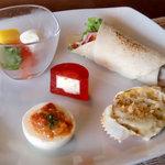 8126755 - ザクロジュレ、シーフードの甲羅詰め、トルティーヤ、豆腐チーズ、イタリア産モッツァレラバファラのカプレーゼ仕立て