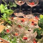 Italian bar 2538 - フルーツの入ったシャンパンタワー