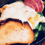 81266573 - 野菜たっぷりハイジのラクレットチーズ