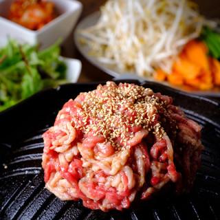 ■肉の旨味と特製の甘辛たれの相性は癖になる美味さ!
