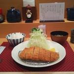 勝一 - にんにくロースかつ定食(1800円)
