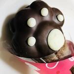 ベーカリー&カフェ ブルージン - 真っ黒なミルクチョコの手と真っ白なホワイトチョコの肉球がたまりません❤️
