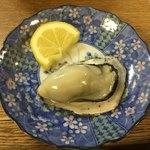 成田家 - 殻付カキ 4個 350円