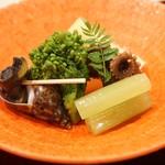 81270476 - バイ貝と飯蛸・蕗と筍