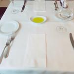 クラシコ・クッチーナ・イタリアーナ - テーブル