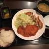 鷹ヶ巣 - 料理写真:とんかつと黒豚餃子定食@910円