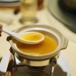 老香港酒家京都 - ほぐしたフカヒレをスープに浸して・・・