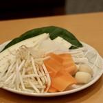 旬菜しゃぶ重 - 食べ放題の野菜