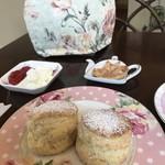英国紅茶専門店 THE TEA HOUSE  - スコーンとラスク