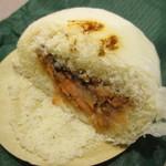 笹川餅屋 - 鮭饅頭断面
