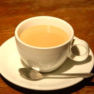 スリランカでブレンドした香り高い【紅茶】でティーブレイク♪