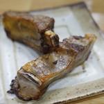 六盛 - おつまみ豚スペアリブ