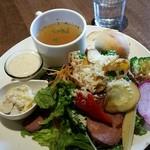 mono grande - 根菜とローストビーフのサラダランチ